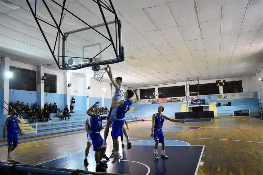 Nono successo consecutivo. Castanea Basket Messina Campione d'inverno.